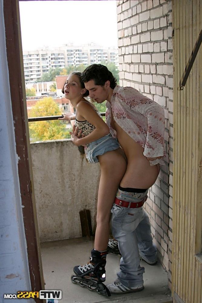 Местная давалка трахнулась в глуши с гопником порно фото бесплатно