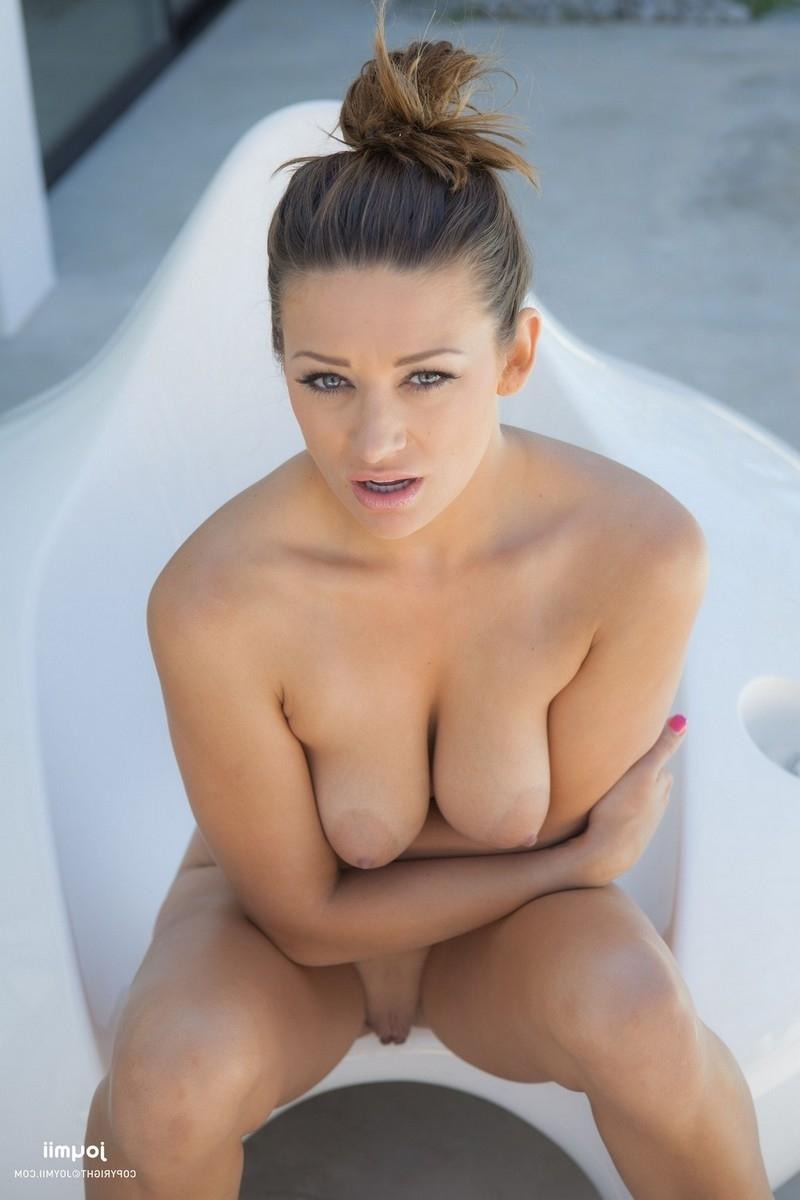 Сладкая киска красотки Кармен порно фото бесплатно