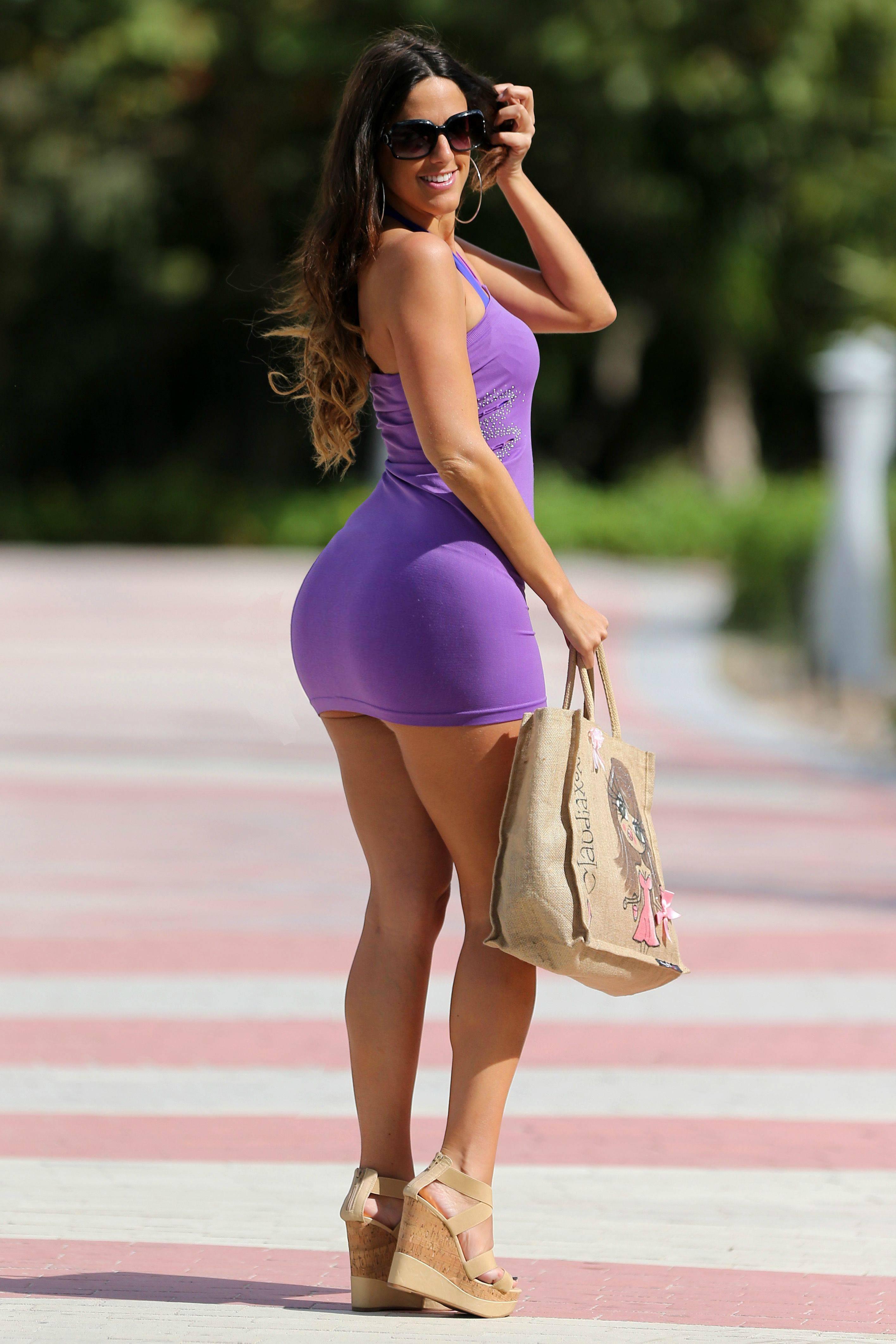 попки женщин в платьях таких