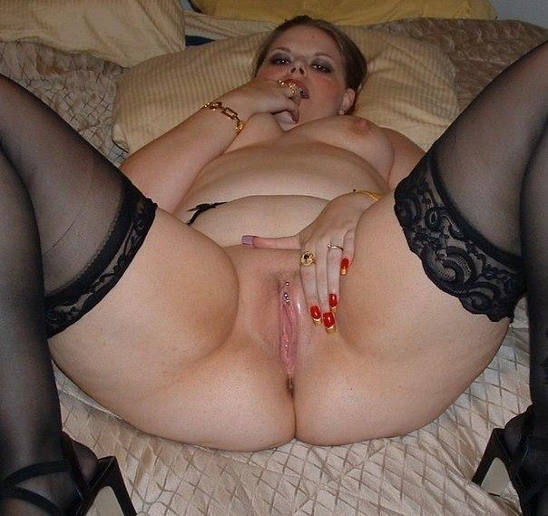 Пышная раздвинула ноги порно
