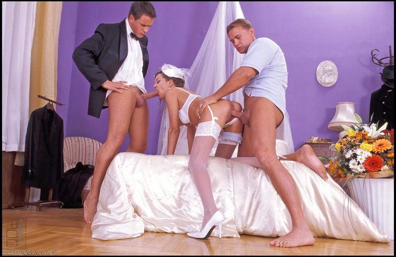 Трахнули невесту двое