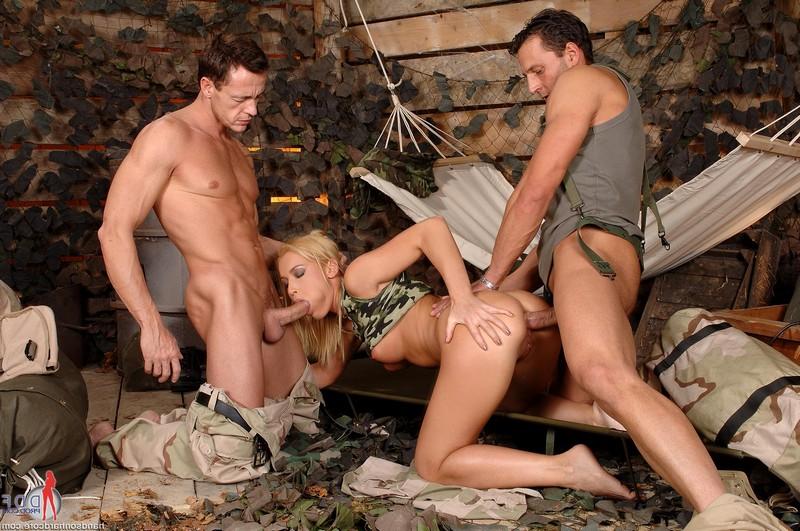 Порно картинки секс в армии