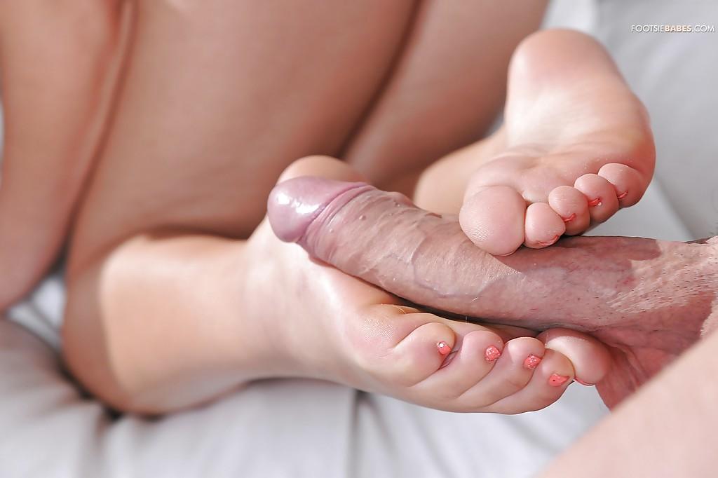 красотки порно дрочит парню ногами услуги зависит веса