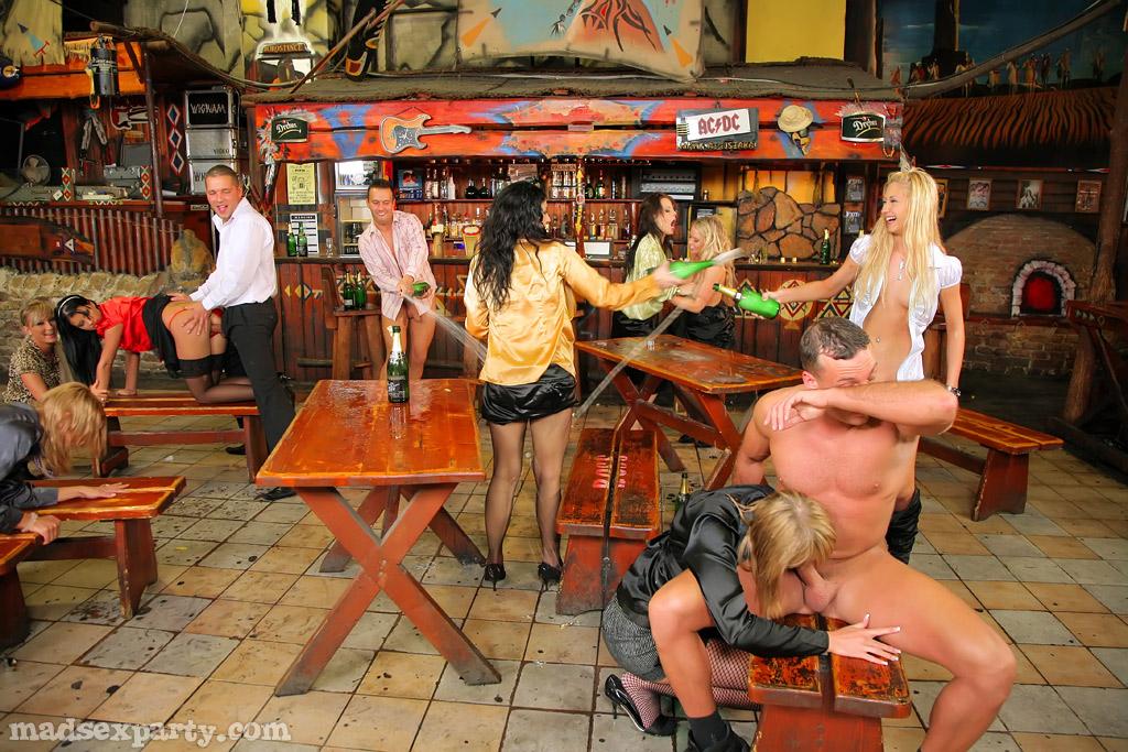 саратове в в порно видео частное баре