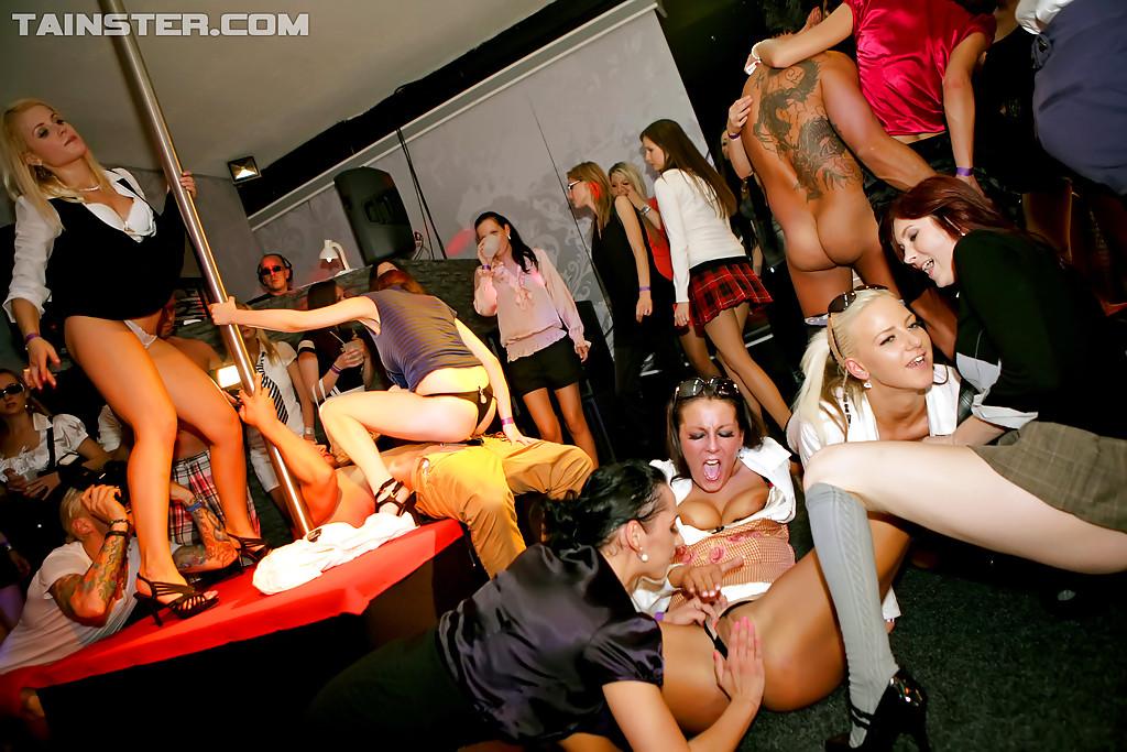 бездействует, порно лесбийские оргии в клубе рекомендуем вам посмотреть