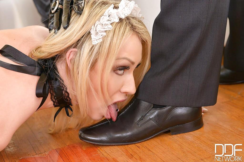 несколько раз порно целовать лизать женскую обувь только