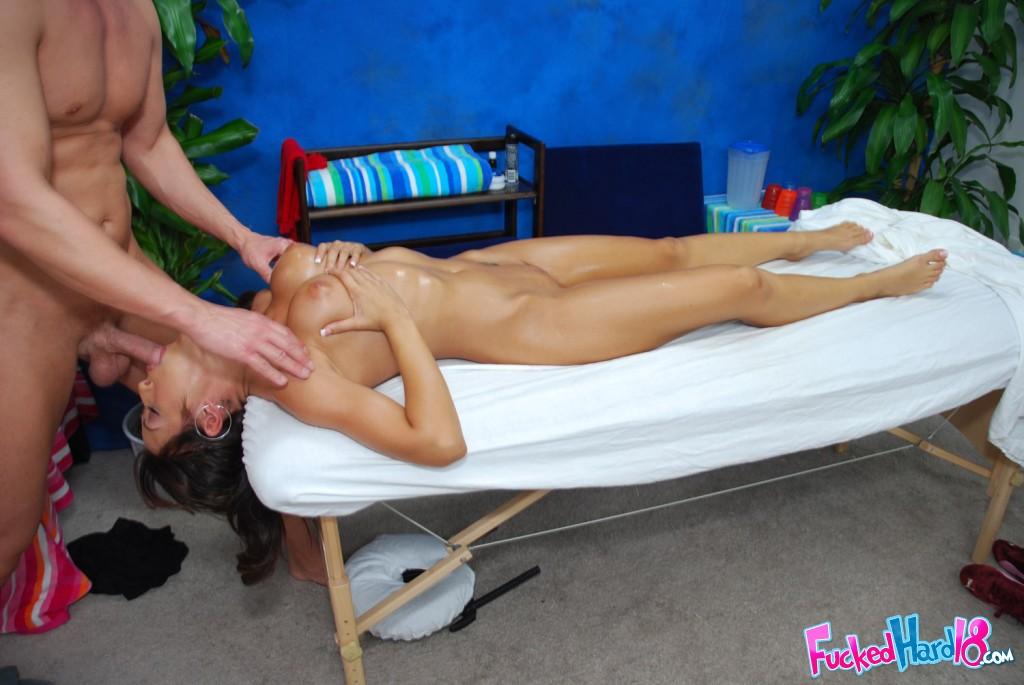 Порно пришла на массаж а ей отлизали