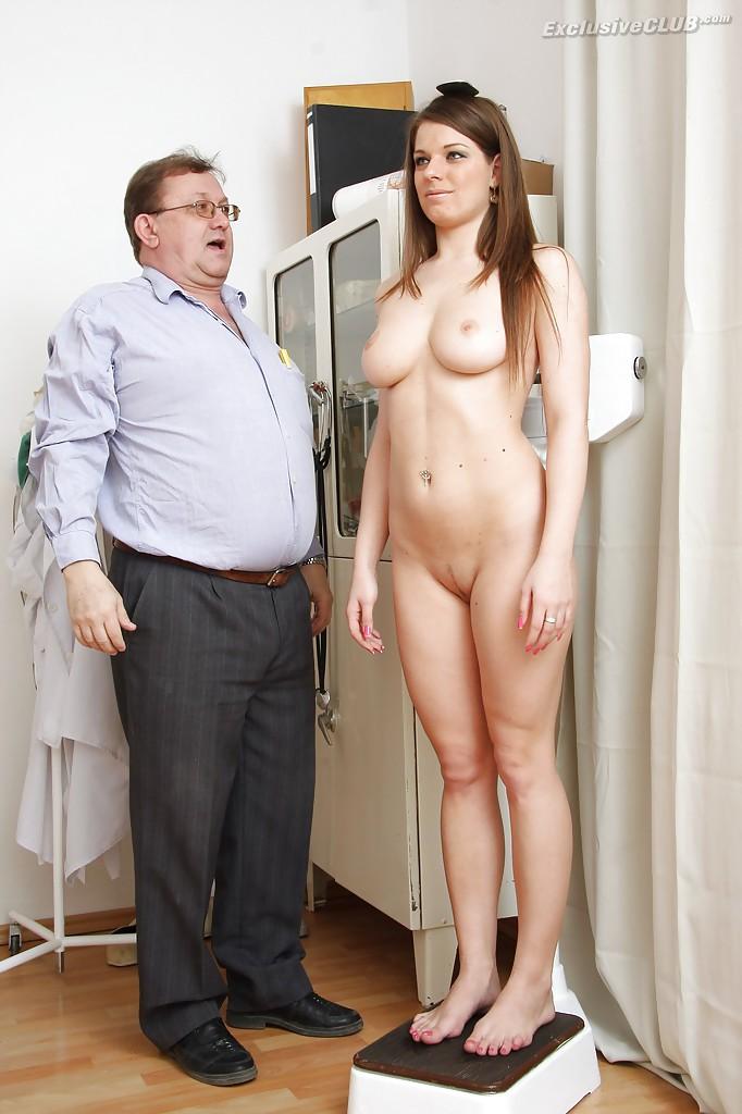 Пышная Mona Lee проходит осмотр в больнице порно фото бесплатно