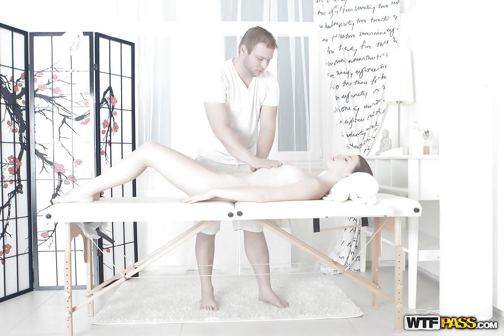 Порно коварный массажист — photo 5