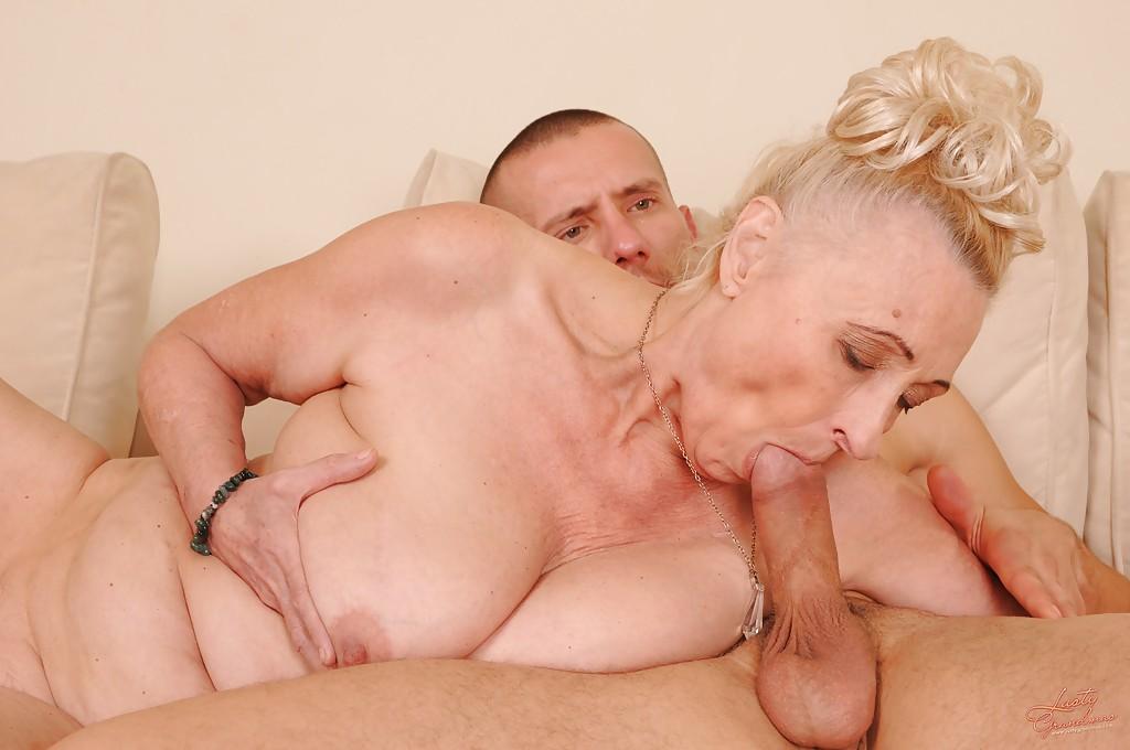 Секс Молодых Парней С Пожилыми Женщинами