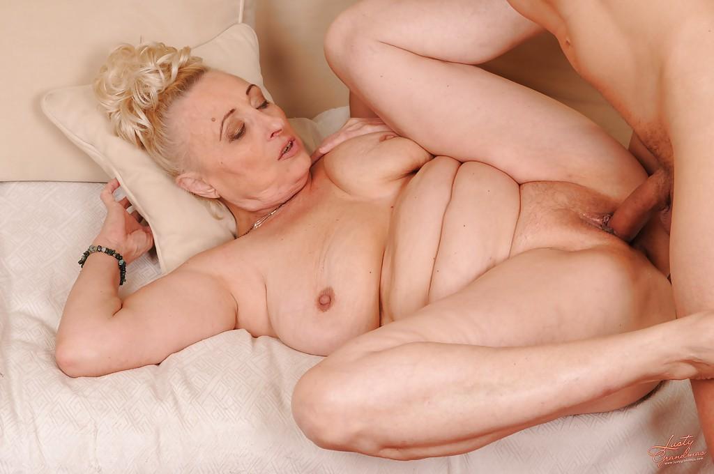 Порно в доме для престарелых