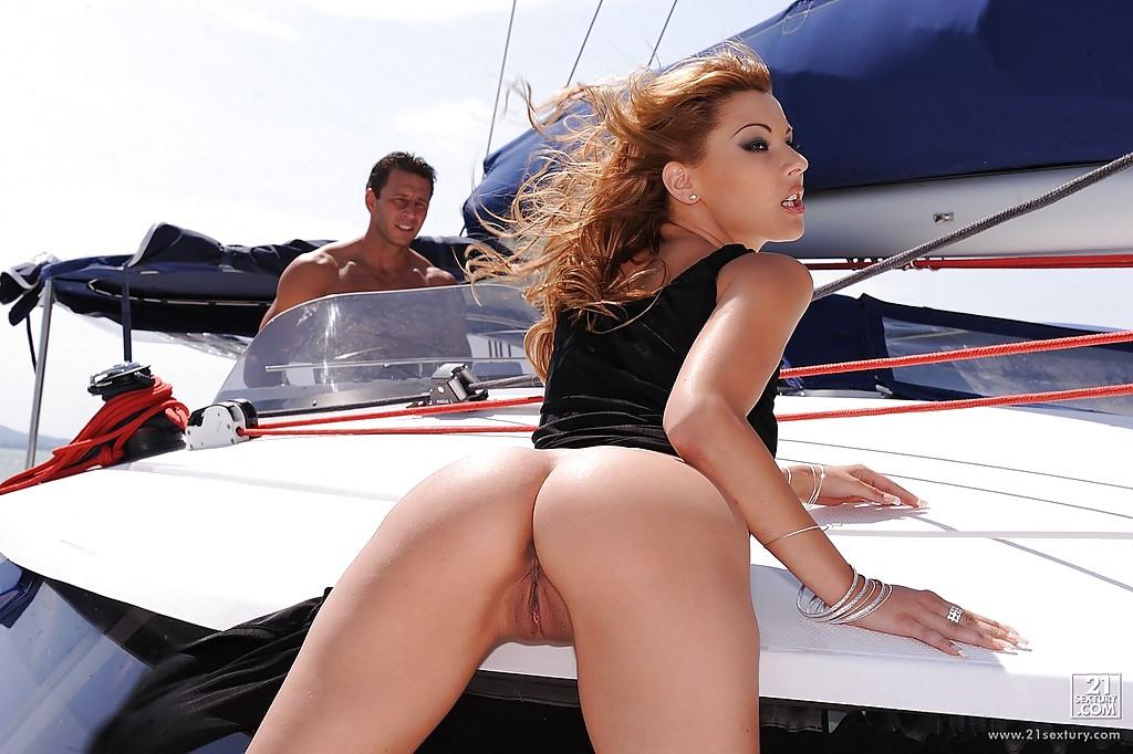 вызывала шикарный отлиз пизды на яхте нормально